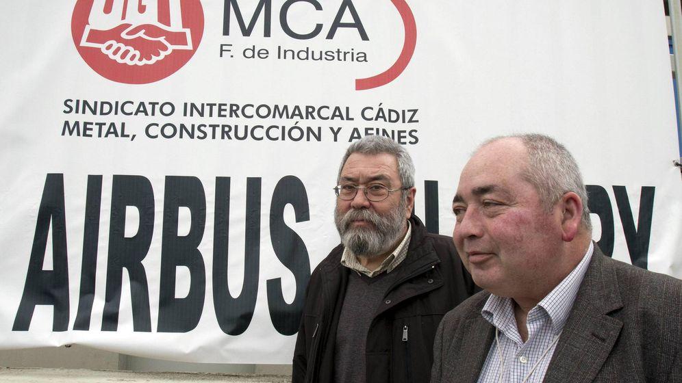 Foto: El ex secretario regional de UGT-A, Manuel Pastrana, y el secretario general, Cándido Méndez. (EFE)