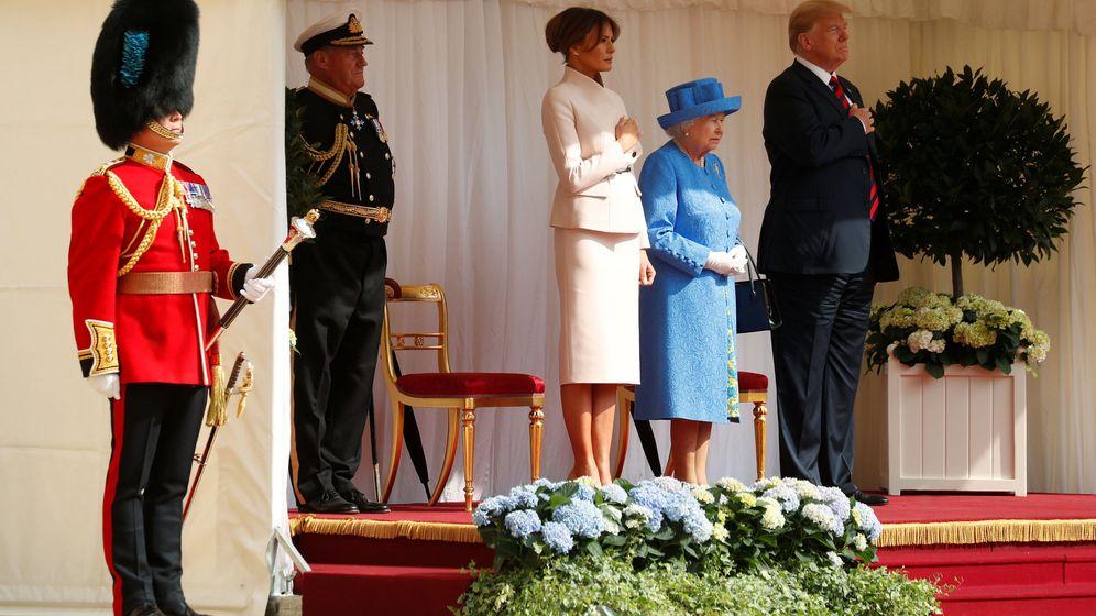 Foto: El matrimonio Trump con Isabel II. (Reuters)