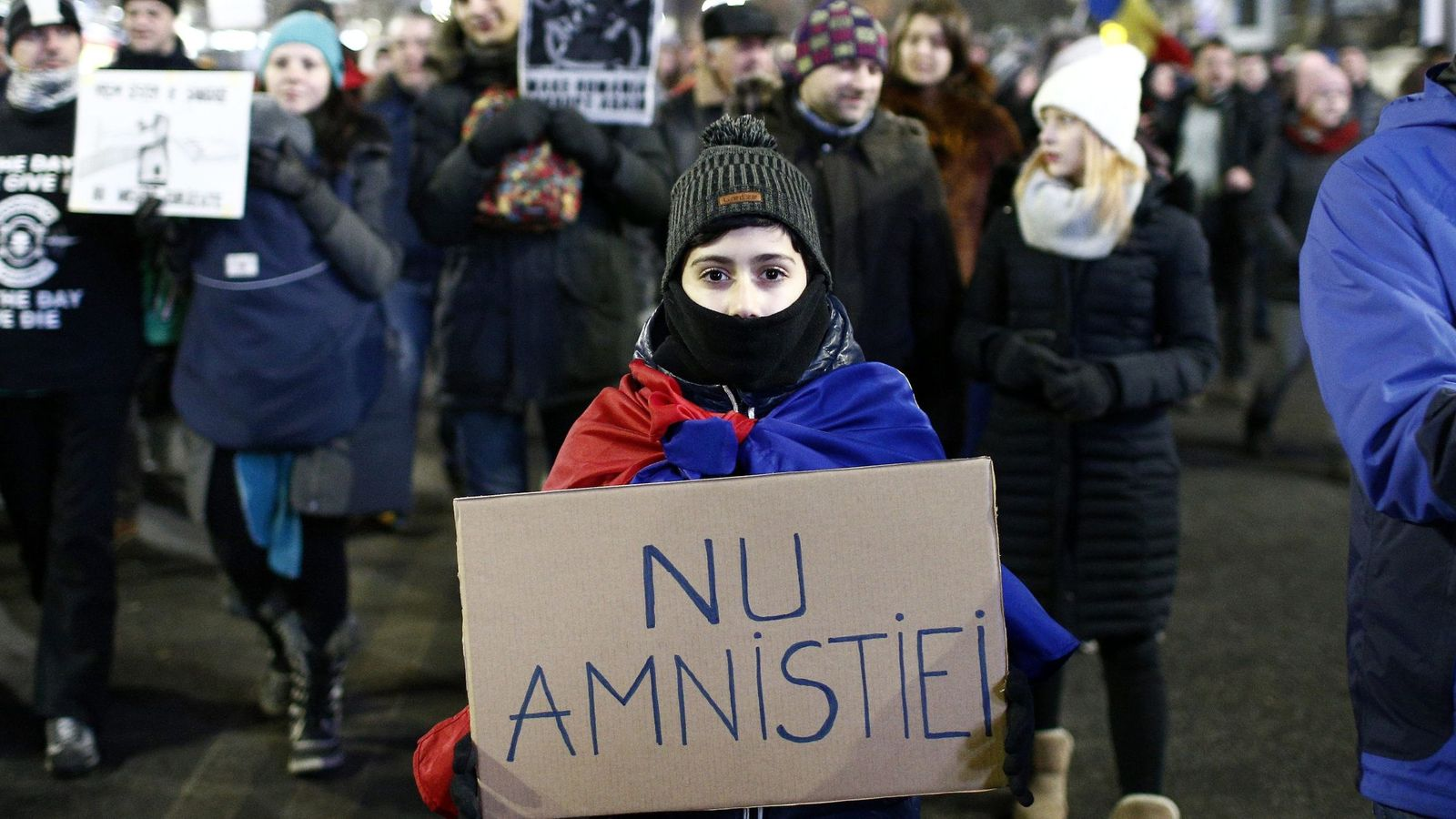 Foto: Manifestación en Bucarest contra la despenalización de algunos delitos de corrupción, adoptada por decreto por el Partido Socialdemócrata, el 29 de enero de 2017 (EFE)