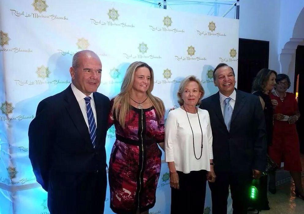 Foto: Manuel Chaves y Antonia Iborra posan junto a sus anfitriones