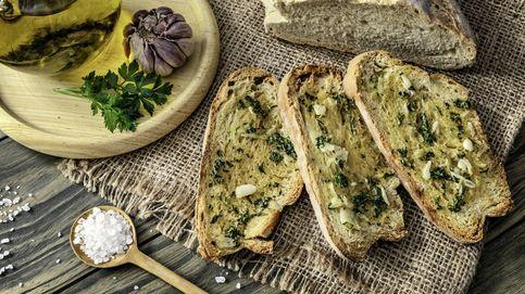 Pan normal, relleno de queso, ajo y mantequilla. ¡Te encantará!