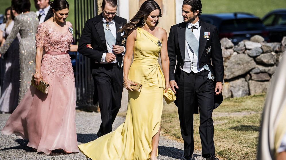 Foto: Los príncipes de Suecia a su llegada a la boda. (Cordon Press)