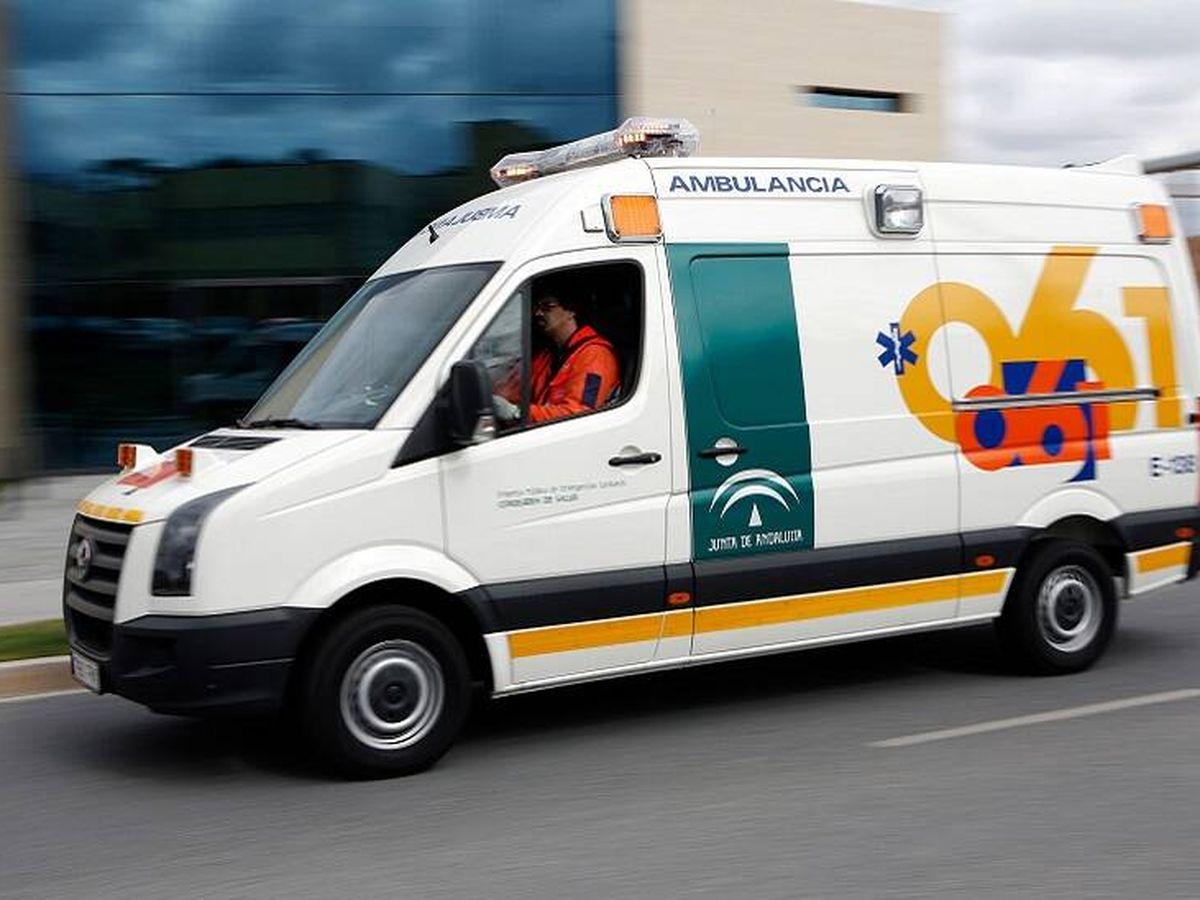 Foto: Imagen de archivo de una ambulancia del EPES. (EPES/Jesús Domínguez/Junta de Andalucía)