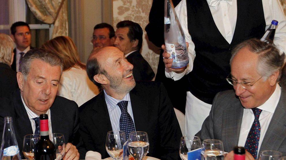 """Rubalcaba cena con Godó y la élite  catalana que pide una """"tercera vía"""""""
