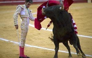José Tomás triunfa en la Feria de Málaga con su silencio valiente