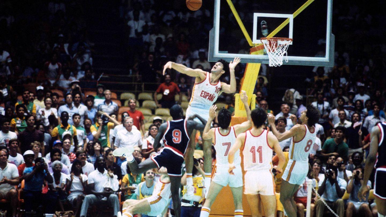 Fernando Martin intenta taponar a Jordan en Los Ángeles '84.