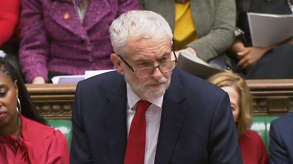 Foto: El líder laborista Jeremy Corbyn durante la votación de ayer en el Parlamento. (EFE)