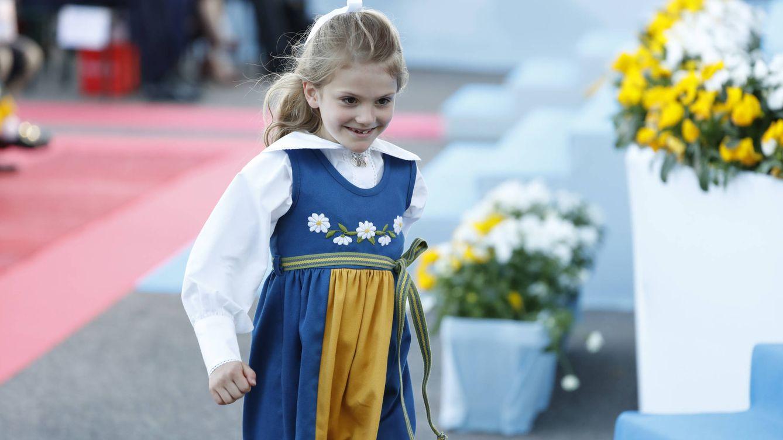 La fotografía más tierna de Estelle de Suecia para su vuelta al 'cole' (y hecha por Victoria)