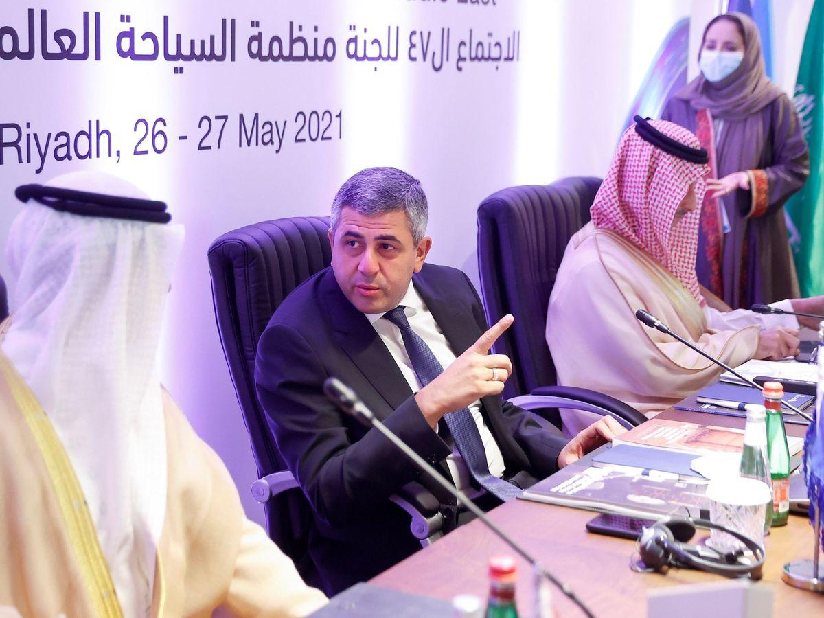 Foto: El secretario general de la OMT junto al ministro de Turismo saudí, Ahmed Al Khateeb. (EFE)