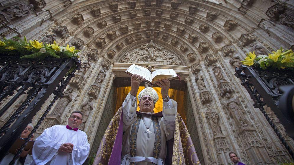 Foto: Acto de apertura de la Puerta Santa de la Catedral de Sevilla. (EFE)