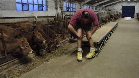 Un granjero monta una pista de 'skate' en medio de su establo