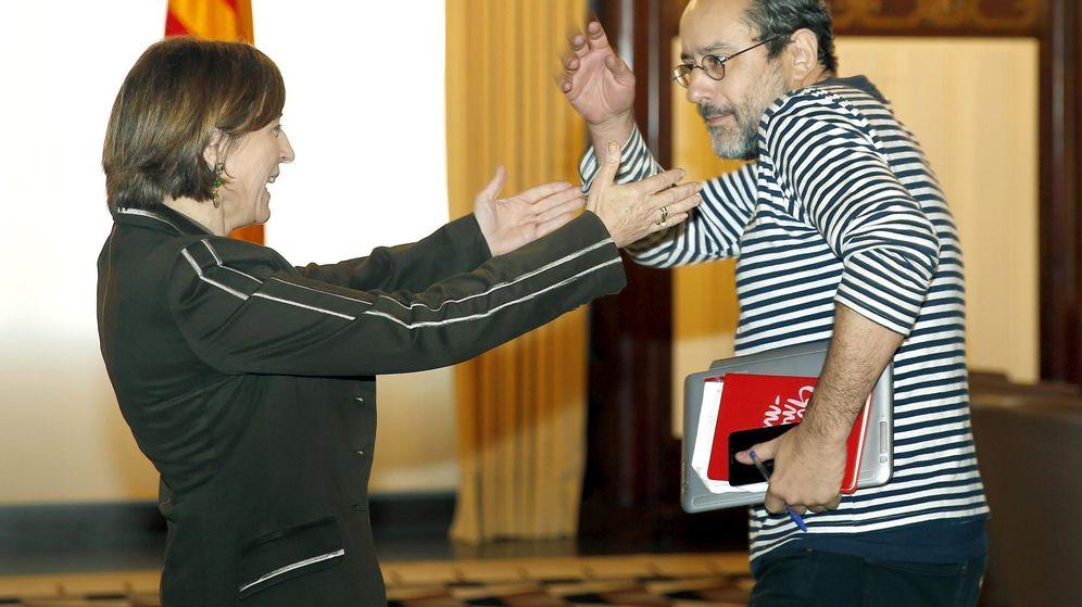 Foto: La presidenta del Parlament, Carme Forcadell (i), junto al líder de la CUP, Antonio Baños. (EFE)