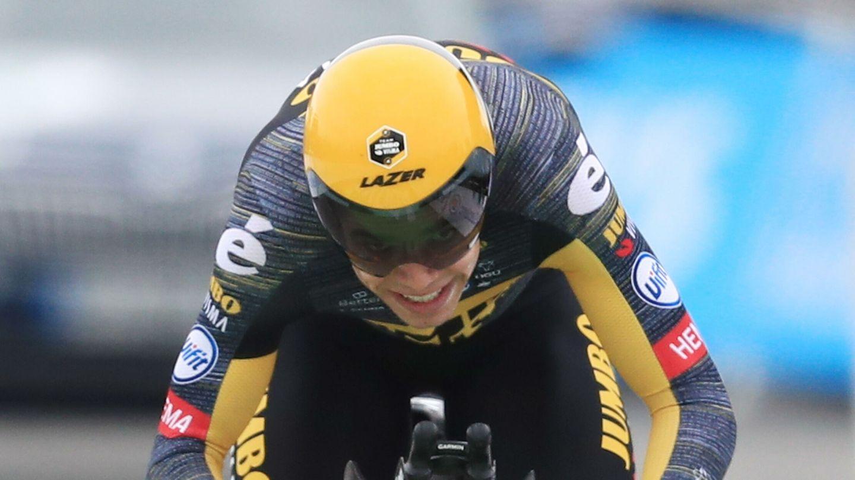Wout Van Aert cruza la línea de meta. (EFE)