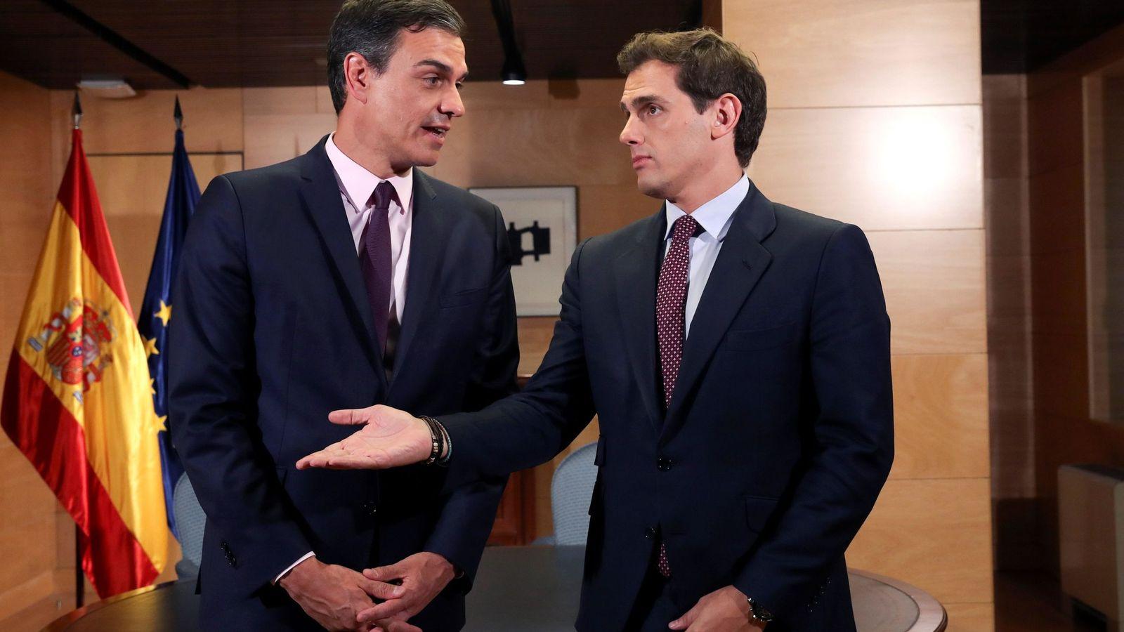 Foto: El presidente del Gobierno en funciones, Pedro Sánchez (i), se reúne con el líder de Cs, Albert Rivera. (EFE)