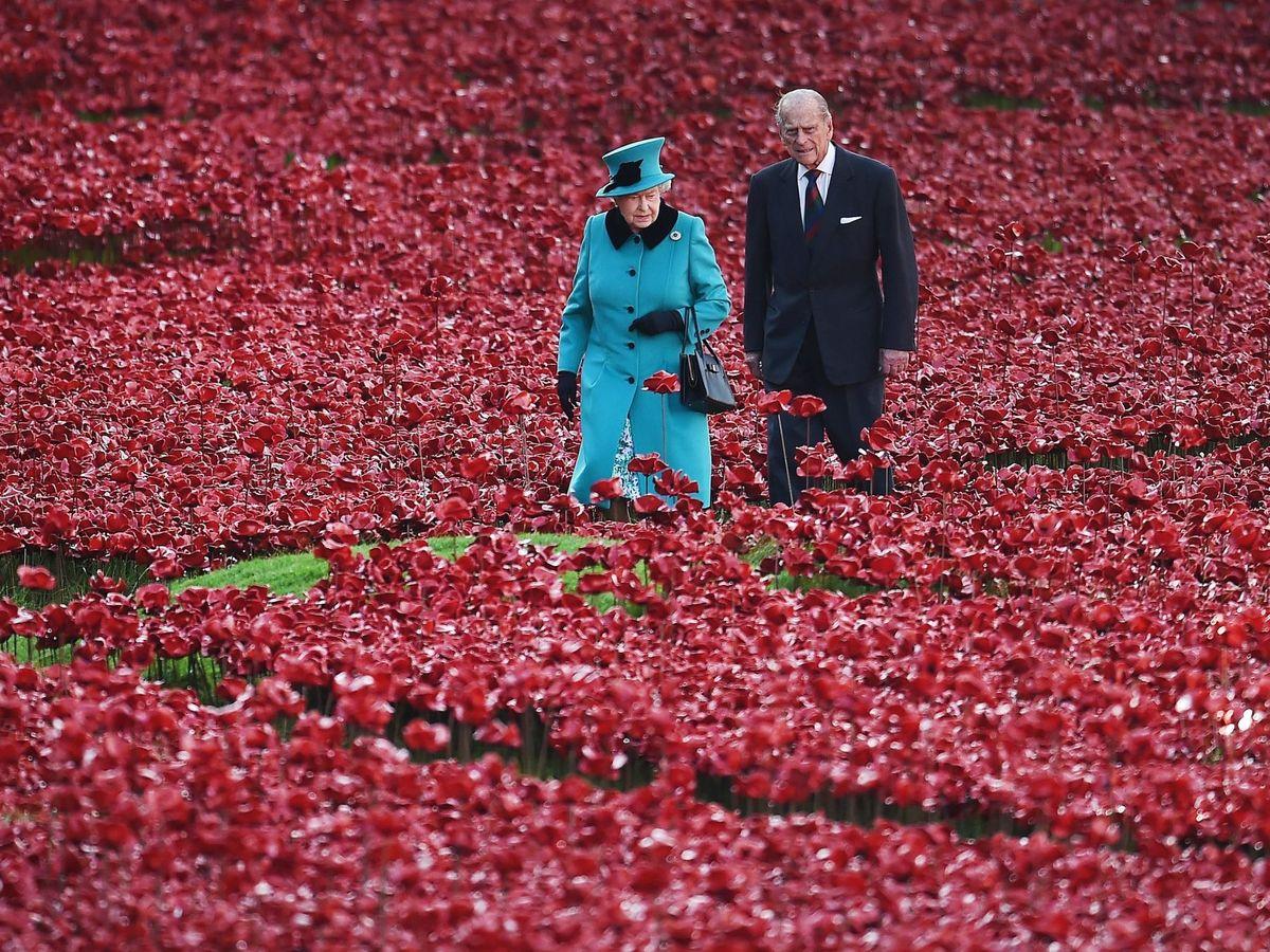 Foto: Isabel II y el duque de Edimburgo en una imagen de archivo. (EFE)