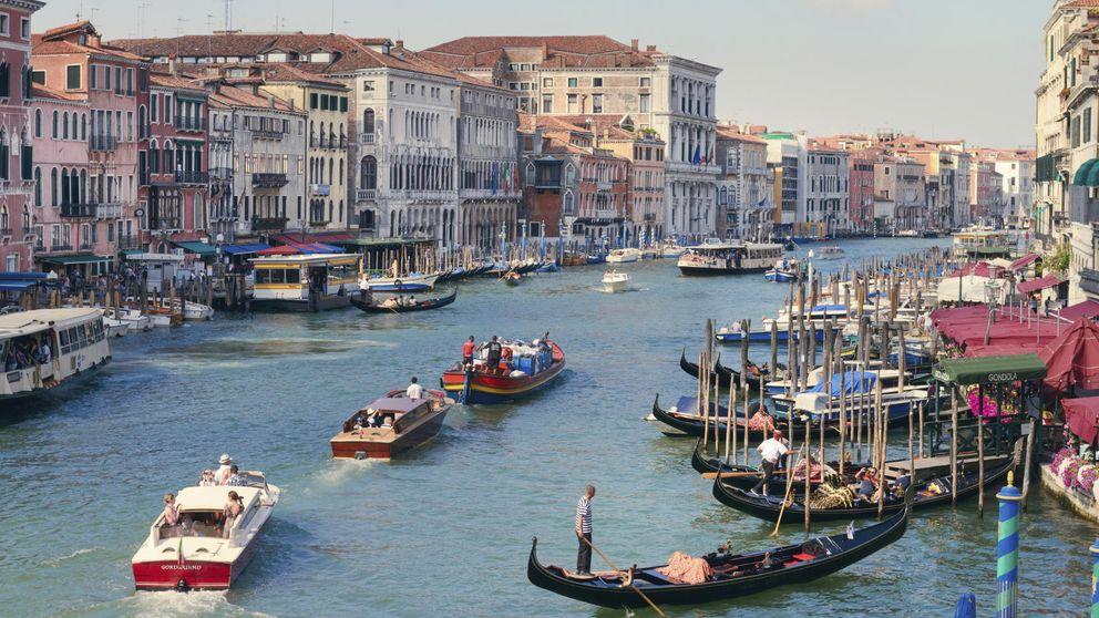 Góndolas, canales y puentes: así es la Venecia china en Dailán