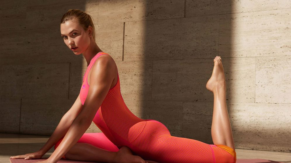 Foto: En la imagen, la modelo Karlie Kloss posa con un mono deportivo de Stella McCartney para Adidas.