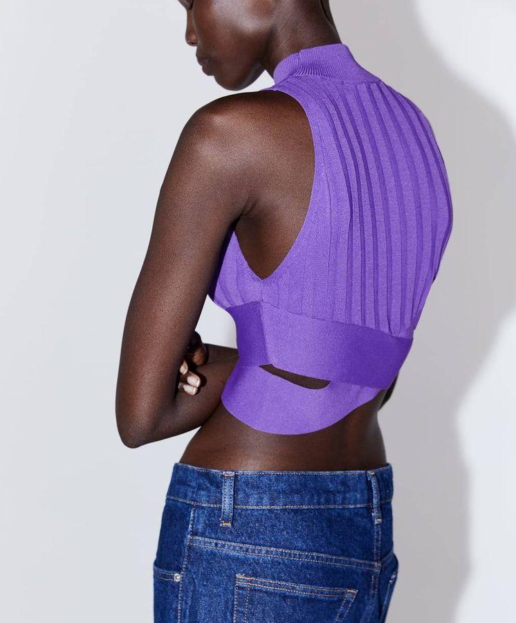 Foto: En Zara hay cientos de prendas con este tipo de cortes y aberturas. (Cortesía)