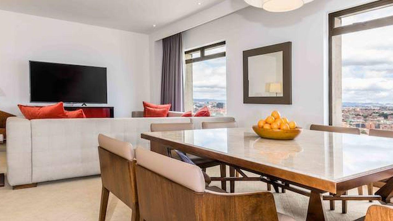 Área de estar de la suite de Sánchez en Bogotá. (NH Collection)