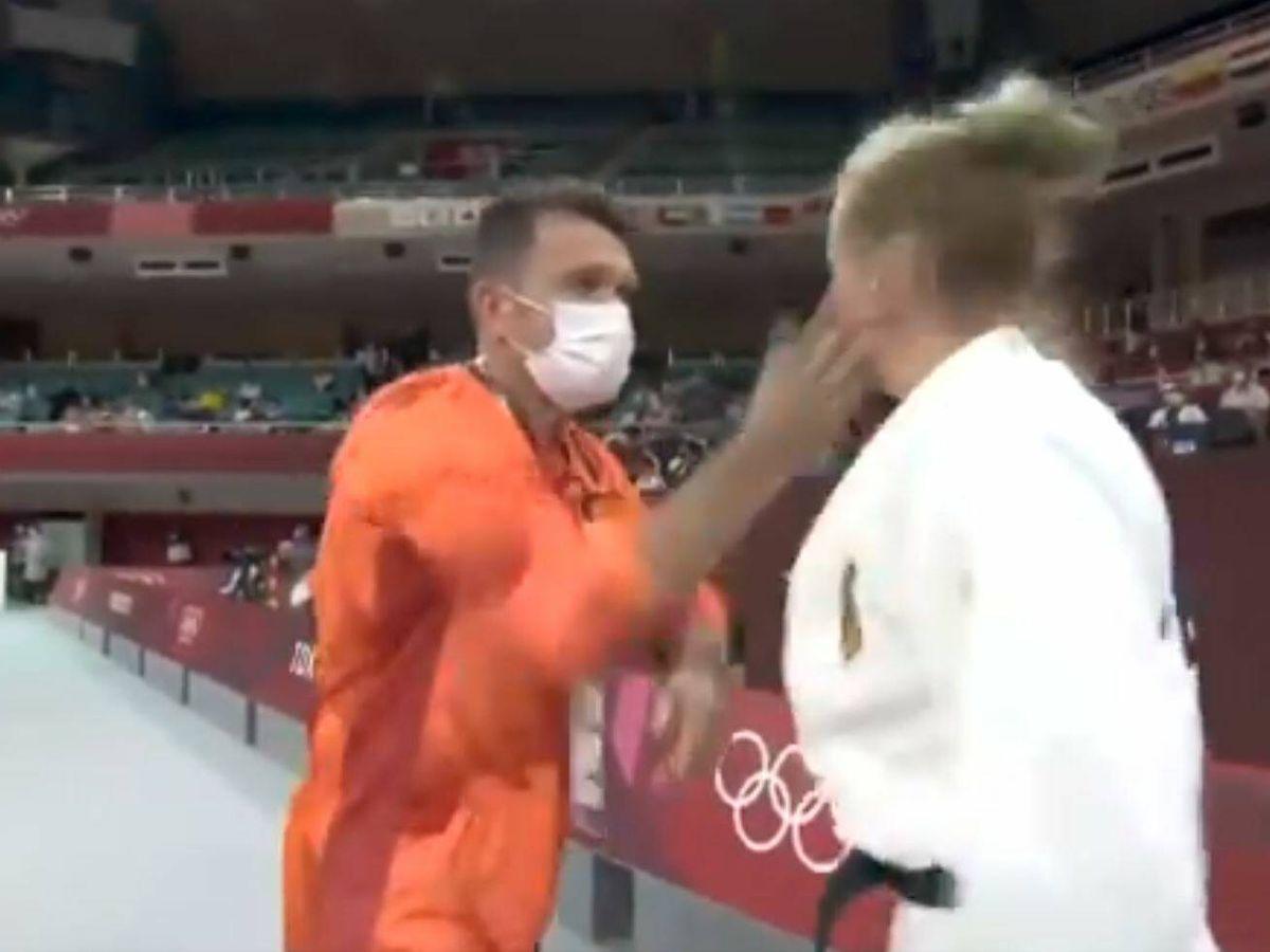 Foto: El momento en el que el entrenador alemán abofetea a la judoca Martyna Trajdos.