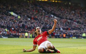 Van Persie y Falcao hacen tercero al United y el Liverpool se reanima