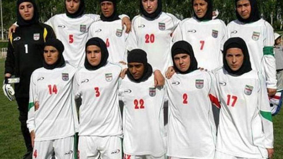 ¿Ocho hombres infiltrados en el equipo femenino de fútbol de Irán?