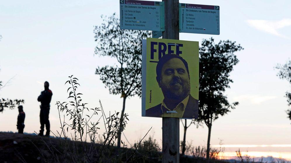 Foto: Un cartel con el rostro del exvicepresidente de la Generalitta Oriol Junqueras. (EFE)