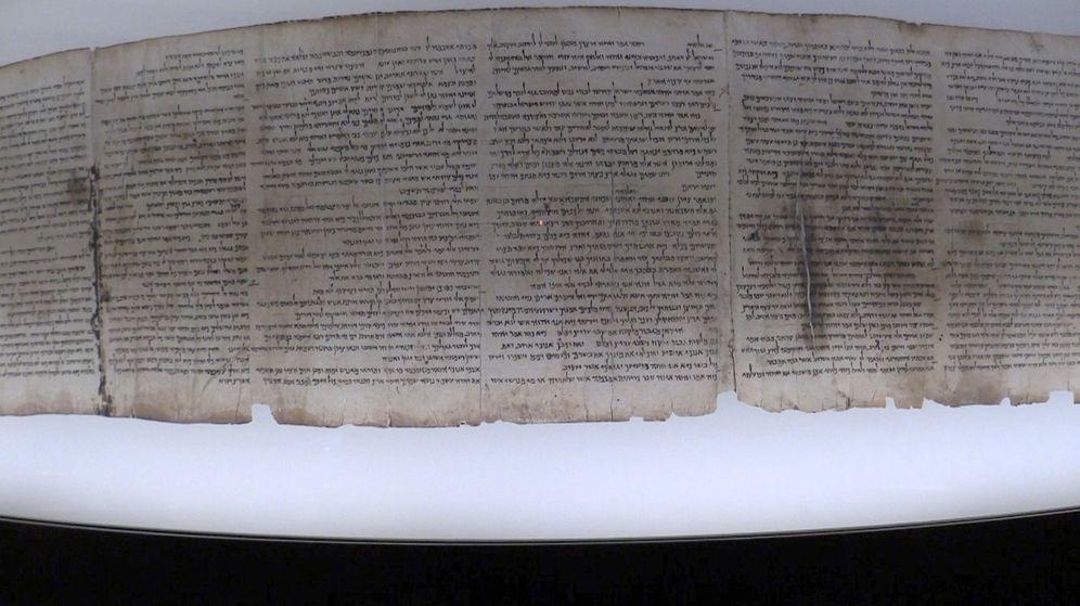 Foto: Fragmento antiguo del apócrifo del Génesis, nunca expuesto antes al público. (EFE)