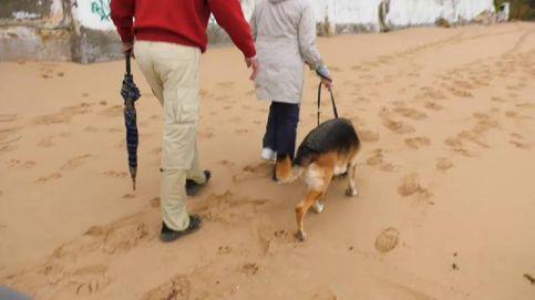 Un paseo por la playa de Caños de Meca (Cádiz) sacudido por la muerte y el drama de la inmigración