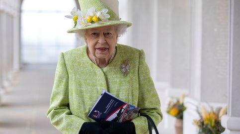 La reaparición de la reina Isabel: broche simbólico y declaración de intenciones