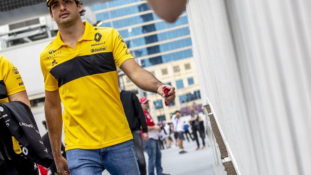 Foto: Carlos Sainz en el último gp de Fórmula 1, en Bakú. (EFE)