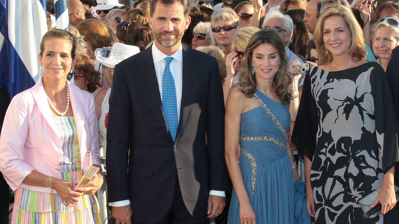 El Rey, con Letizia y sus hermanas. (EFE)