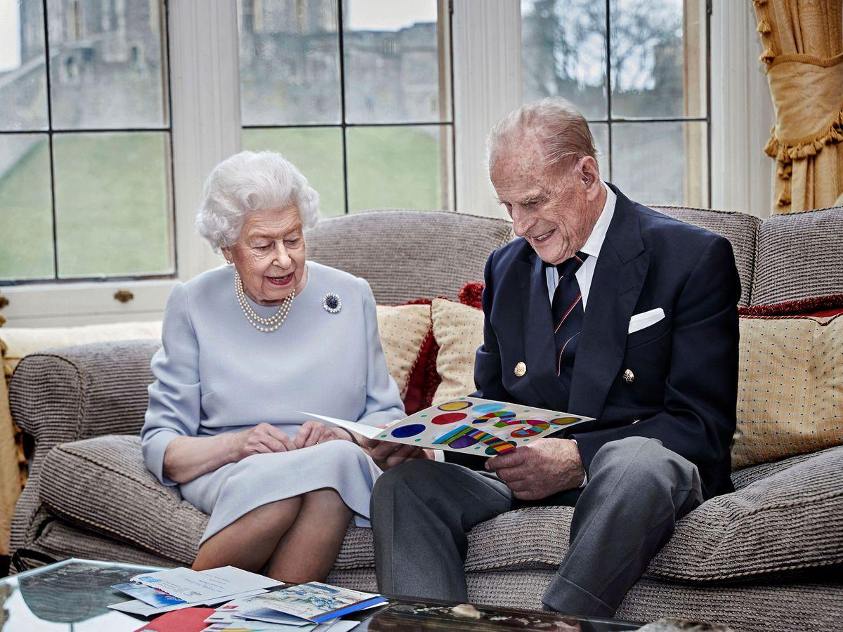Foto: La reina Isabel y el duque de Edimburgo, en su 73º aniversario de bodas. (Palacio de Buckingham)