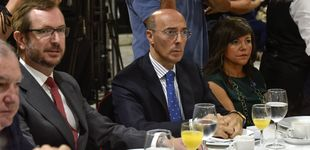 Post de El delegado del Gobierno vasco  pillado de compras en un 'top manta'