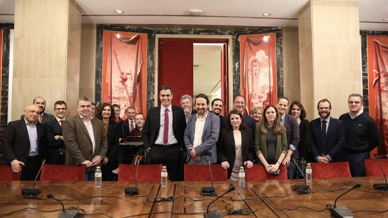 Así se cerró el pacto PSOE-UP: reunión de tres horas en Moncloa de Sánchez e Iglesias