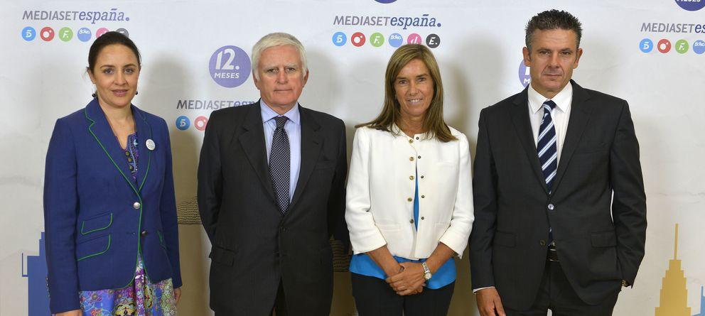 Foto: Blanca Hernandez (Delegada del Gobierno para la violencia de género), Paolo Vasile, la ministra Ana Mato y Roberto Arce (Mediaset)