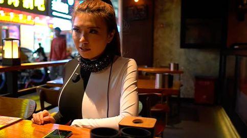 Una youtuber crea un collar que bloquea los micrófonos y evita que la espíen
