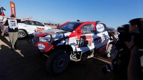 El Dakar es para poca gente. Del Carlos Sainz incombustible al Alonso mecánico