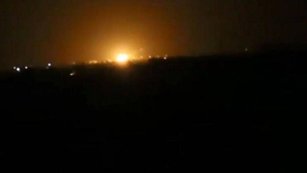 Foto: Imagen de una de las explosiones, vista desde Damasco