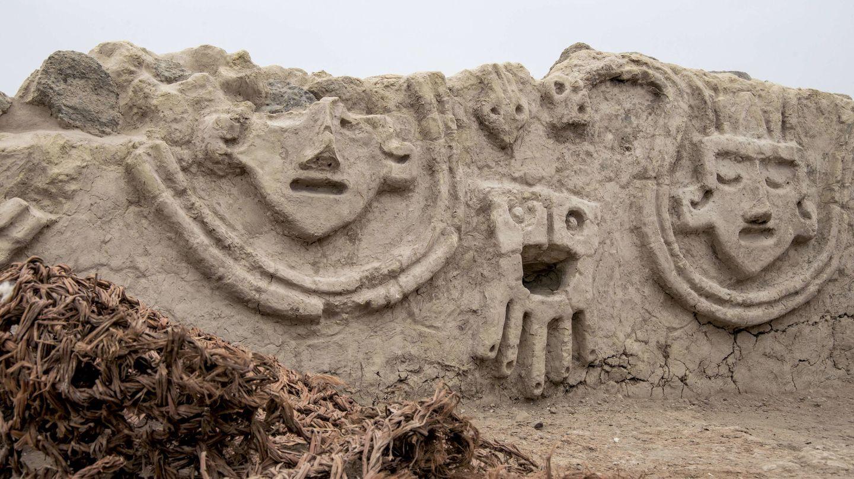 Muro descubierto por los arqueólogos en Vichama, Perú. (EFE)