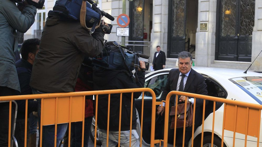 Foto: Imagen del exconsejero José Antonio Viera a su llegada al Tribunal Supremo (EFE)