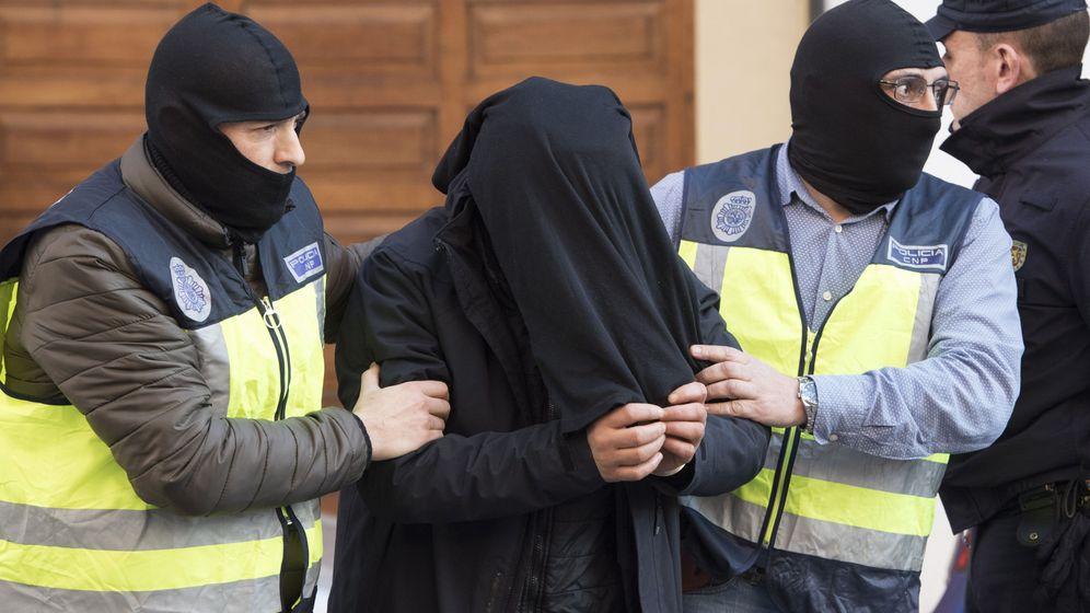 Foto: Detención del reclutador Saib Lachhab, detenido en Vitoria en febrero de 2017. (EFE)