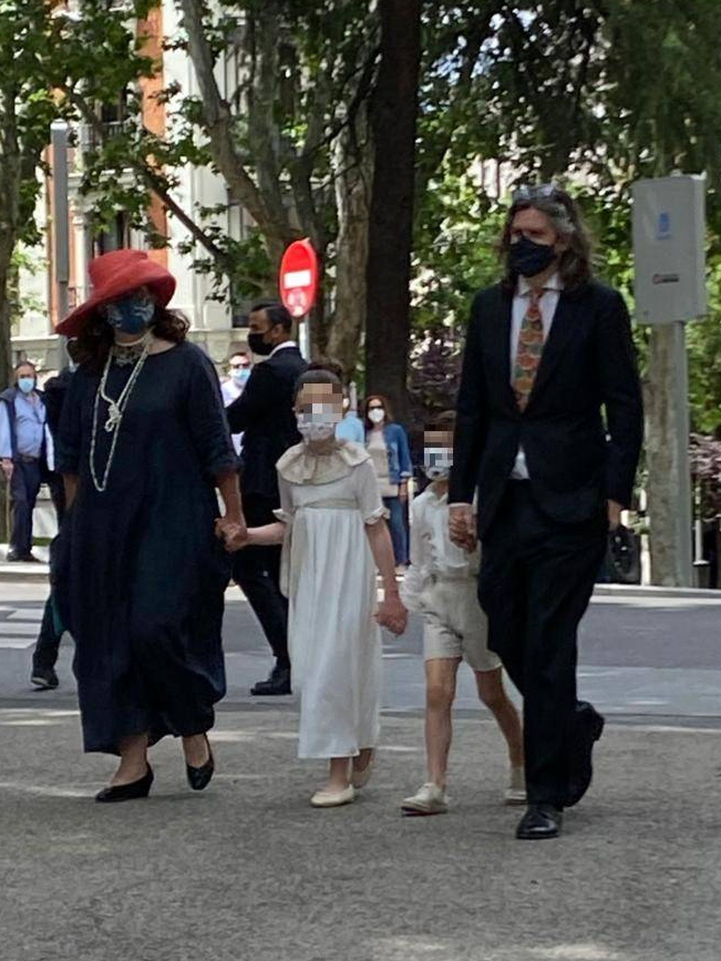Jacobo Fitz-James y Asela Pérez Becerril, con sus hijos. (P.I.)