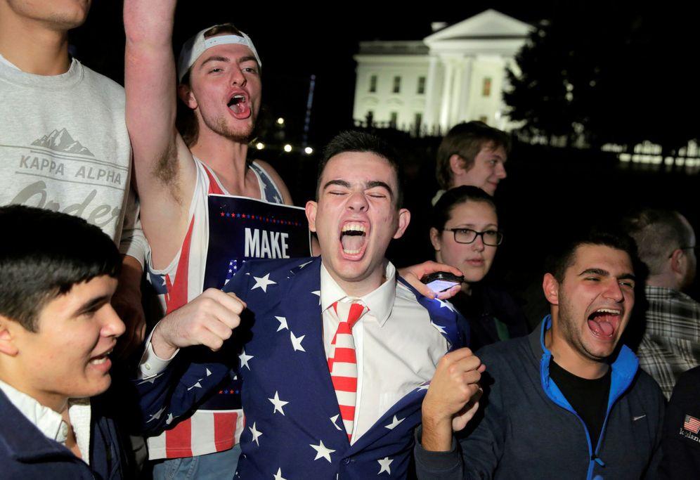 Foto: Varios estadounidenses celebran la victoria de Donald Trump. (Reuters)