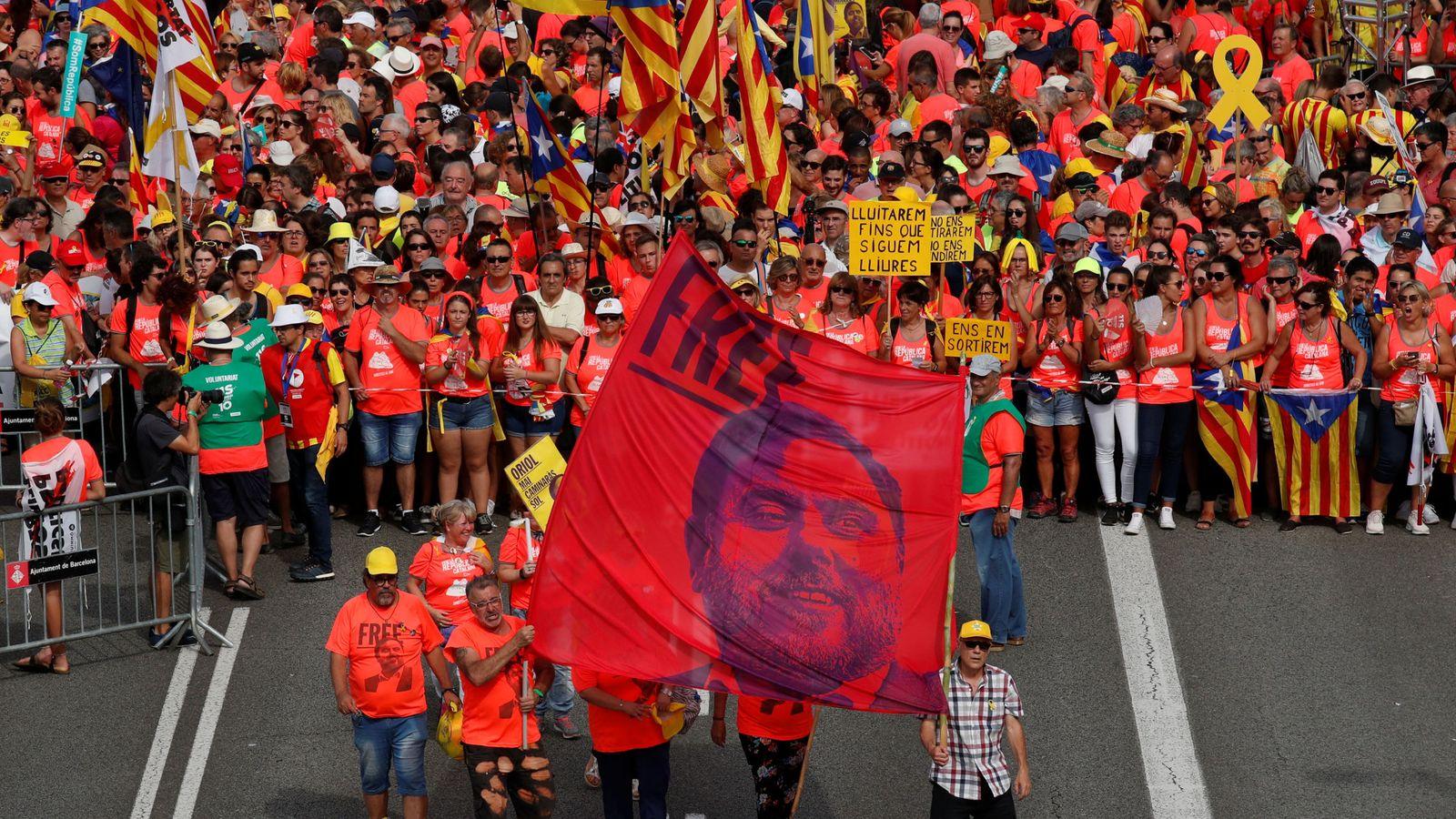 Foto: Carteles por la libertad de Junqueras. (Reuters)
