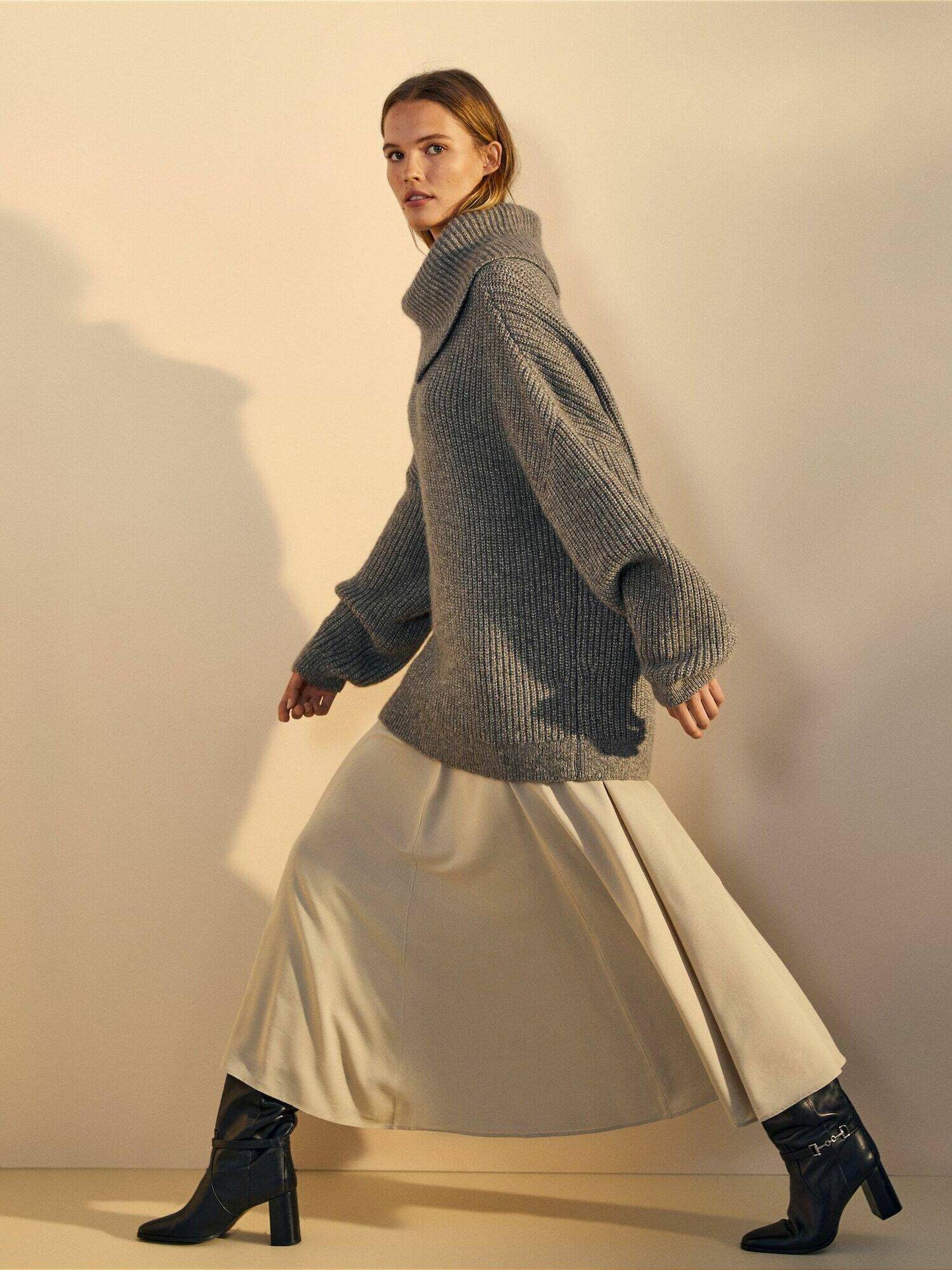 La falda plisada de Massimo Dutti. (Cortesía)