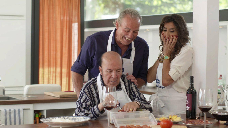 Foto: Chiquito de la Calzada y Paz Padilla en la cocina con Bertín Osborne