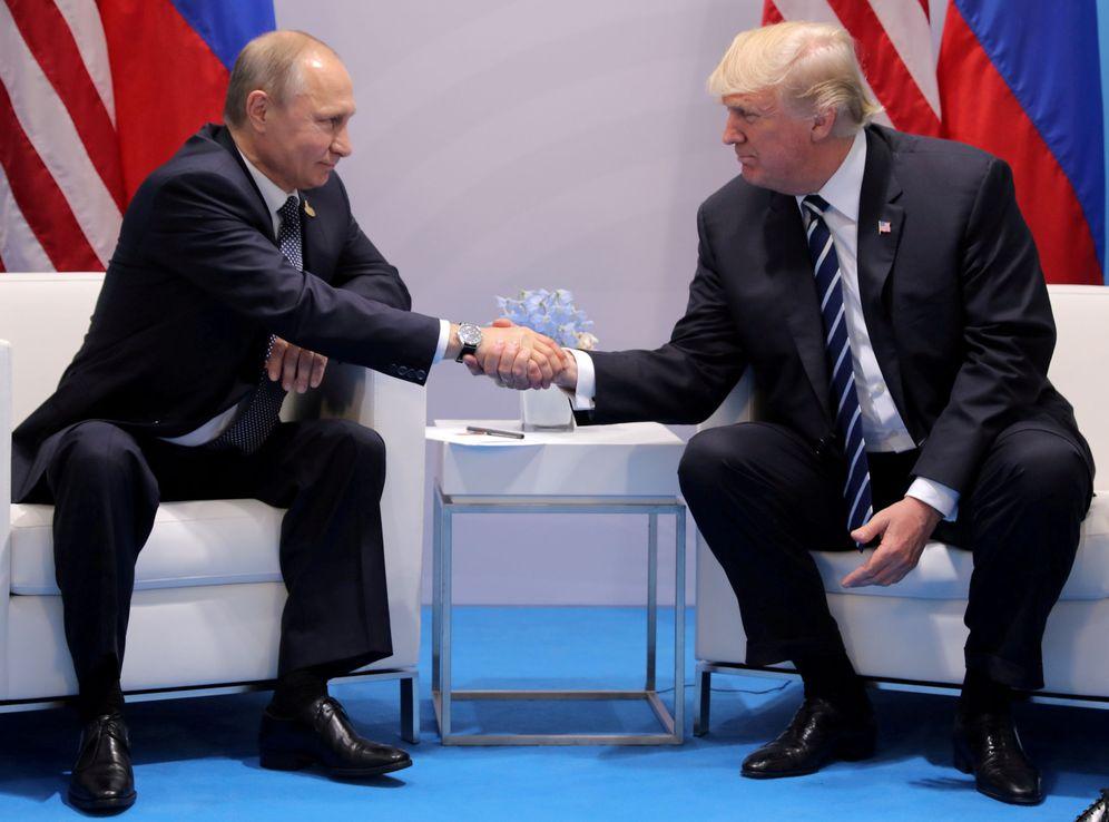Foto: Vladímir Putin y Donald Trump, en su reunión bilateral durante la cumbre del G20 en Hamburgo, Alemania, el pasado 7 de julio. (Reuters)