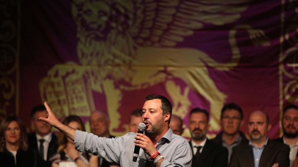 Foto: El viceprimer ministro y titular de Interior italiano, Matteo Salvini, da un discurso durante un evento de la Liga este domingo en Treviso. (EFE)