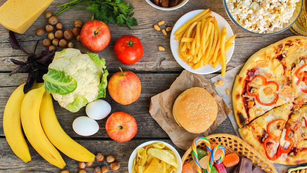 Foto: Comida baja en calorías... y todo lo contrario. (iStock)